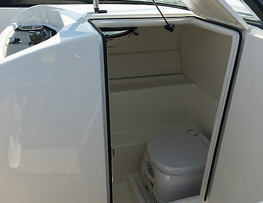 034A3892-BAY-VR6HeadCompartment-MY2018