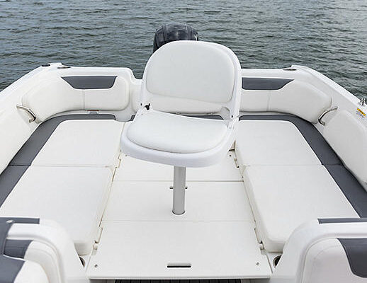 034A7398-BAY-E21-MY2018-AftFishingSeat